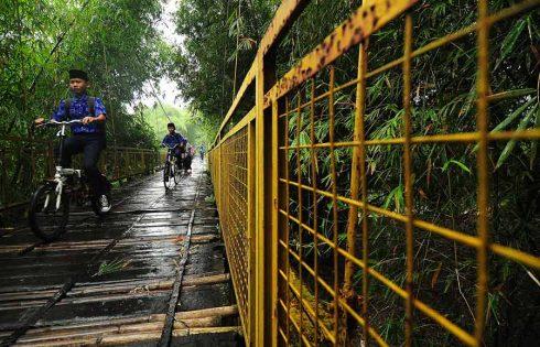 Melintas Jembatan Basah
