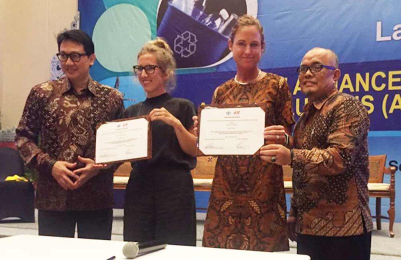 Danone AQUA dan H&M Indonesia Olah Sampah Botol Plastik jadi Produk Fashion