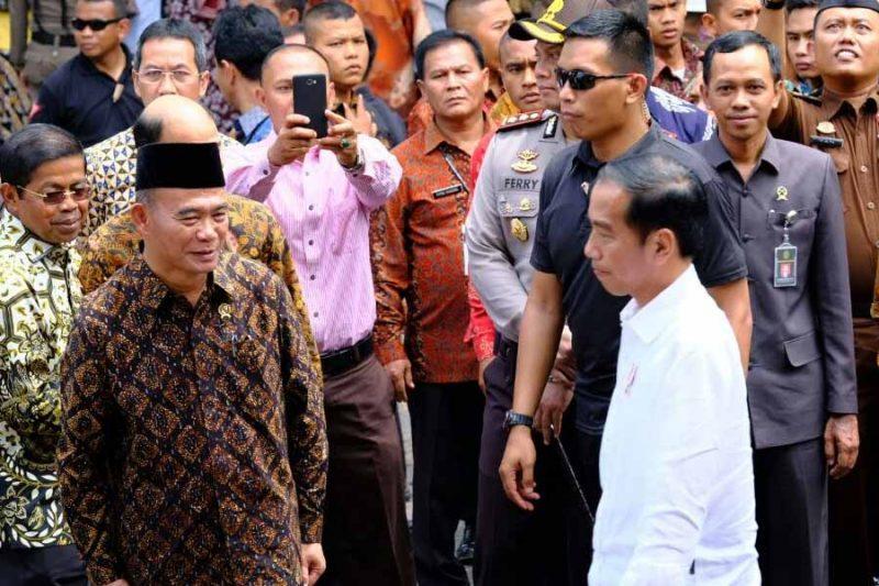 Bagikan Kartu Indonesia Pintar, Presiden Imbau Masyarakat Solok Jaga Persaudaraan