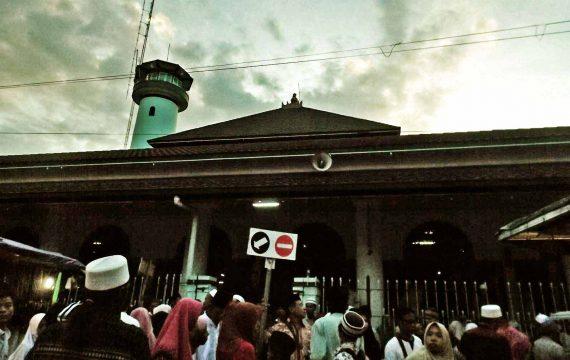 Berdesak Menggapai Ramadhan