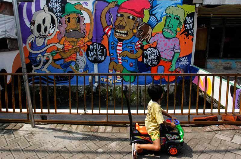 Menggambar Kampung, Mewarnai Kota