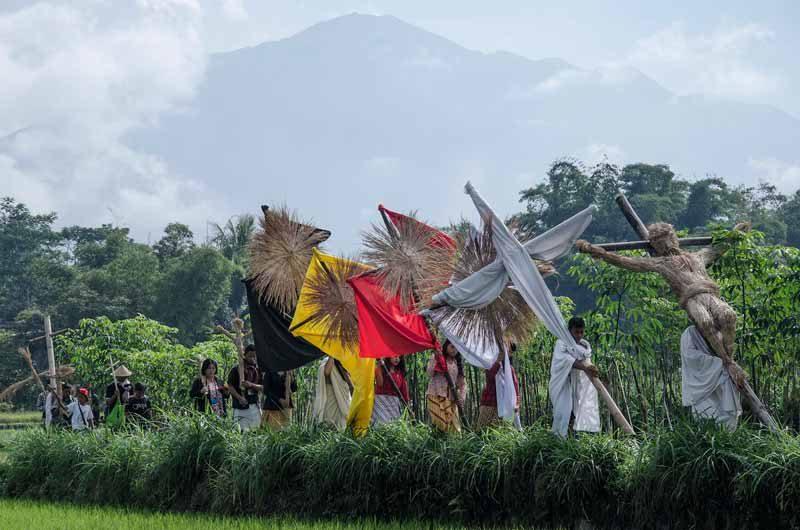Berserah Diri dalam Prosesi Jalan Salib di Lereng Merapi