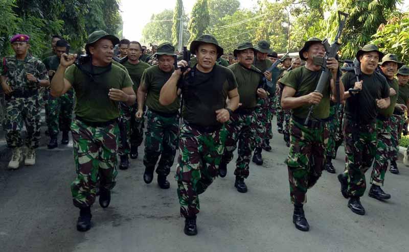 Kasal Pimpin Olahraga bersama Prajurit TNI AL Wilayah Surabaya