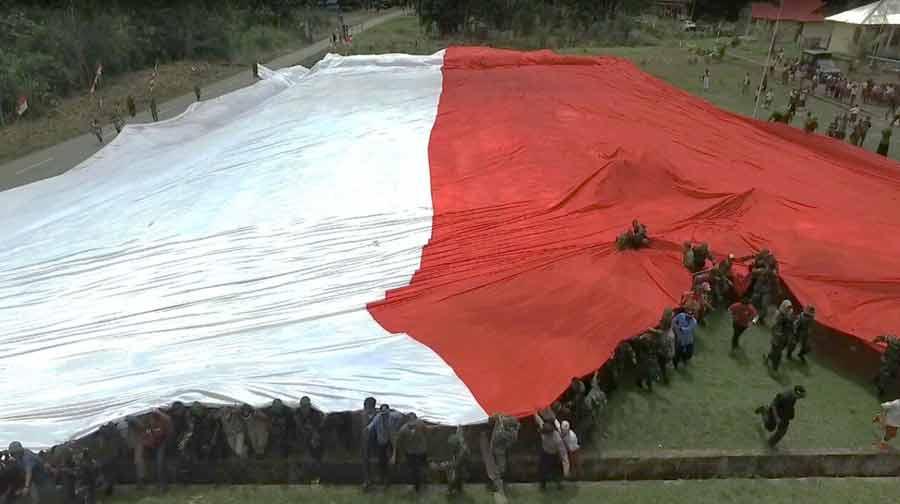 Merah Putih Membentang di Perbatasan Papua