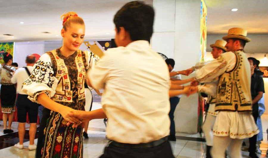 Gerak dan Harmoni Pelajar Surabaya