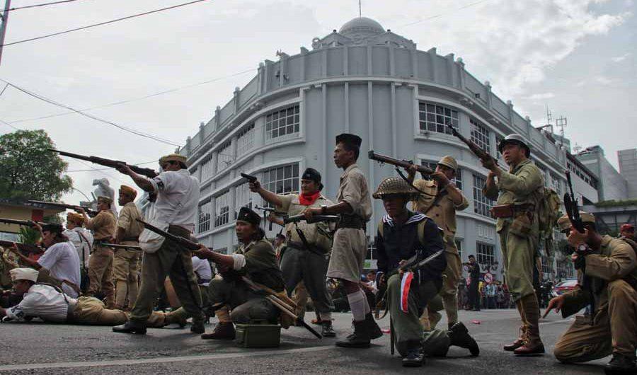 Menyusun Kepingan Sejarah dalam Parade Juang Surabaya