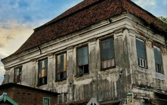 Harmoni Nusantara dalam Dinding Kusam