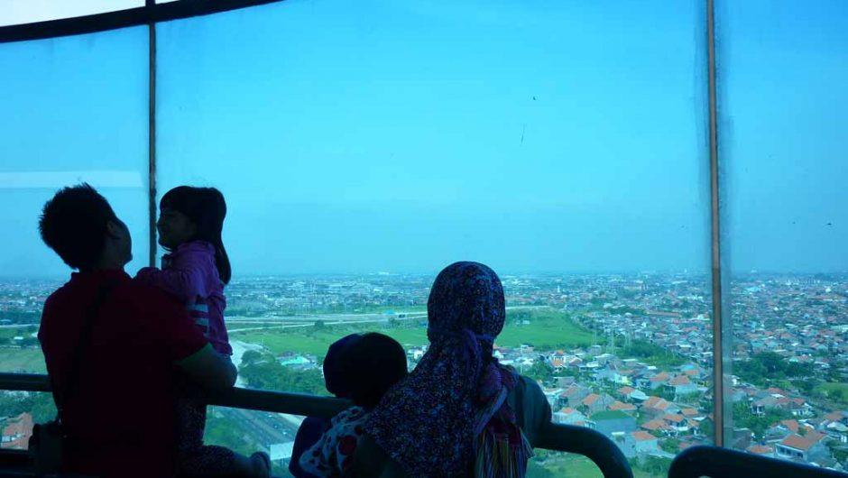 Menikmati Surabaya dari Ketinggian 99 Meter