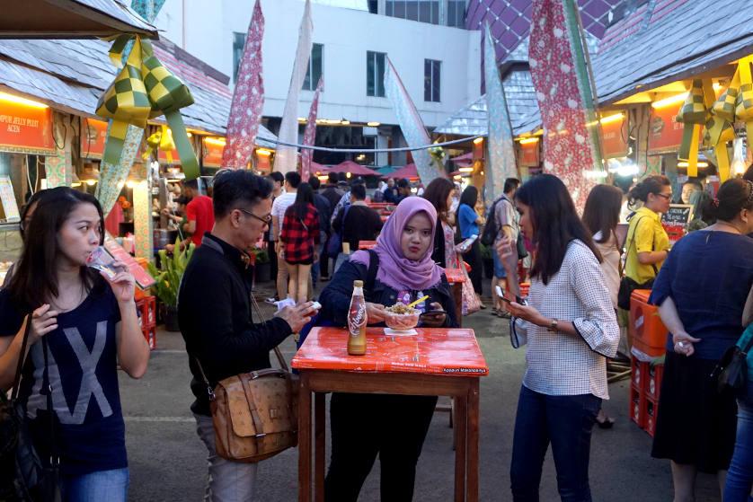 Menikmati Kuliner Pilihan di Pasar Ramadhan La Piazza