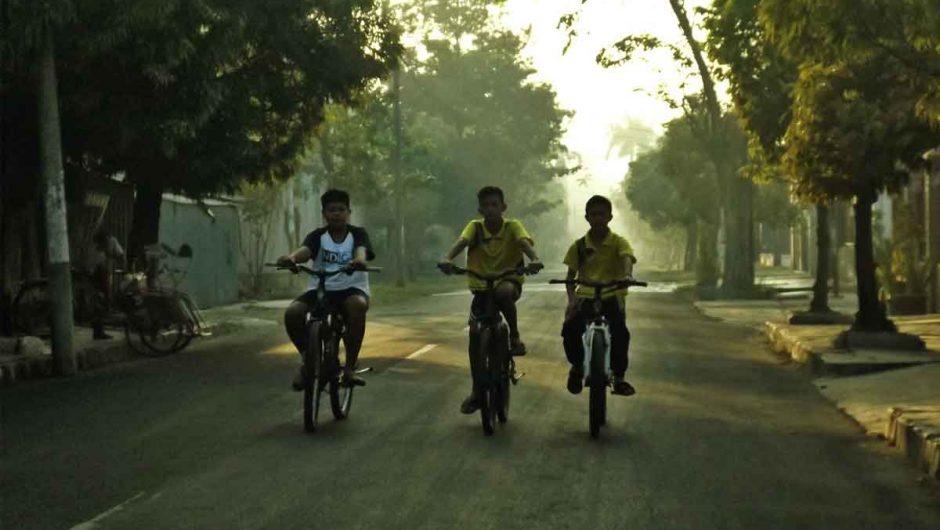 Anak-anak Desa di Kota Minyak