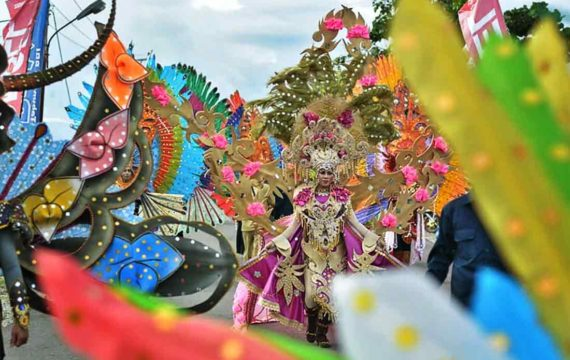 Sajian Seribu Piring di Festival Pesona Pantai Pohon Cinta