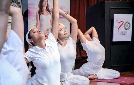 Ajak Wisman ke Prambanan lewat Festival Yoga Internasional