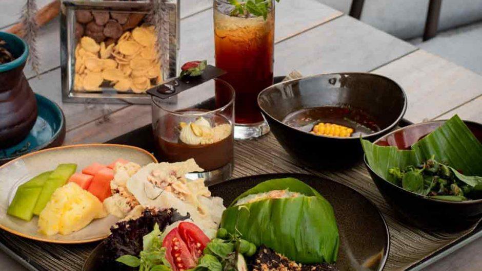 Makan Siang Komplit di Swiss-Belresort Dago Heritage