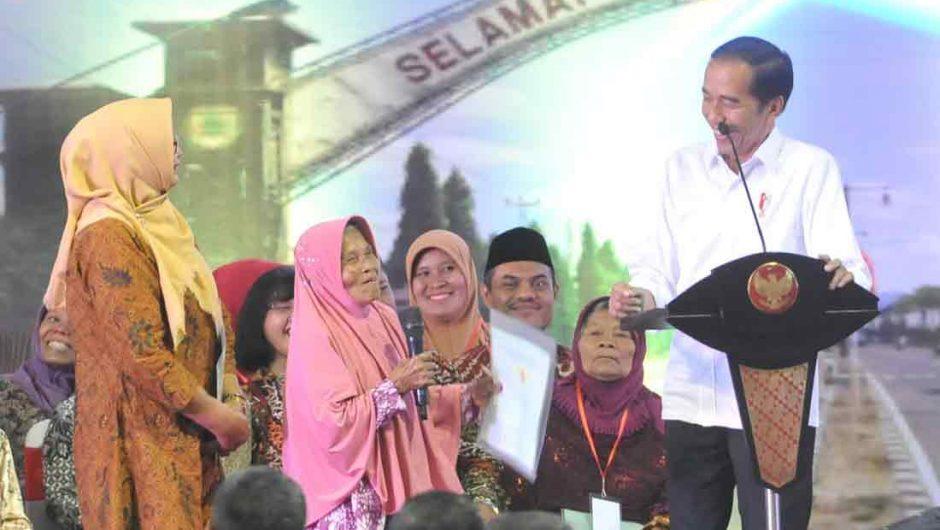 Presiden Jokowi Serahkan 3000 Sertifikat Hak Atas Tanah di Jawa Tengah