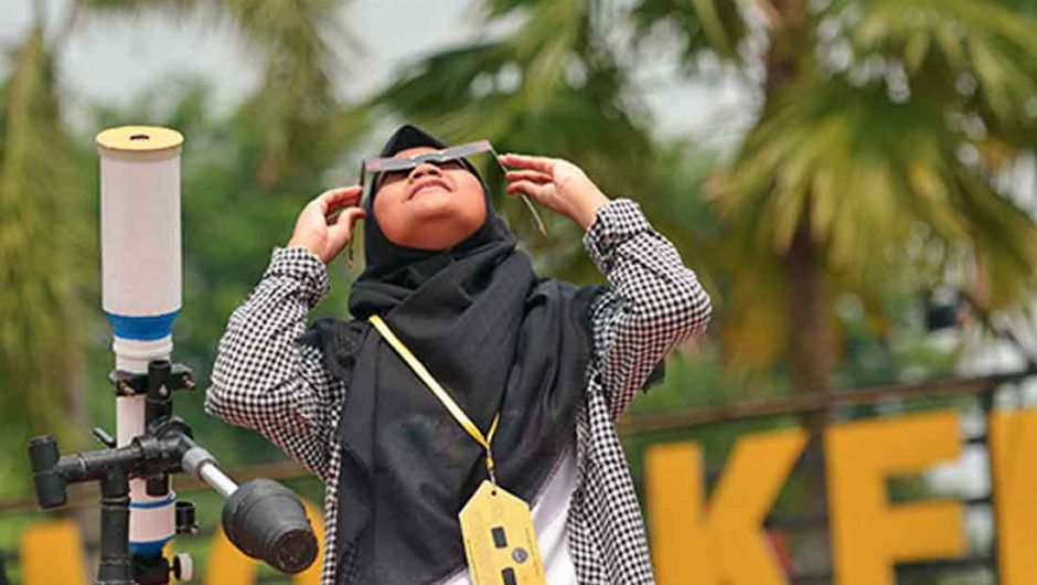 Ramai-ramai Jadi Saksi Gerhana Matahari Cincin