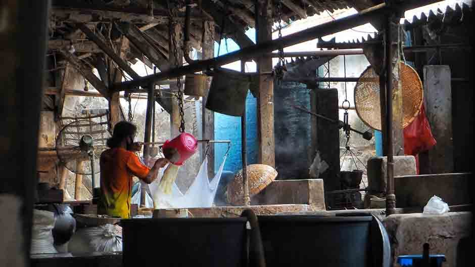 Ngintip Pabrik Tahu Tertua di Surabaya
